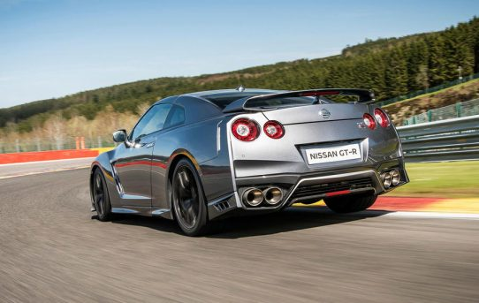 2017-Nissan-GT-R-1