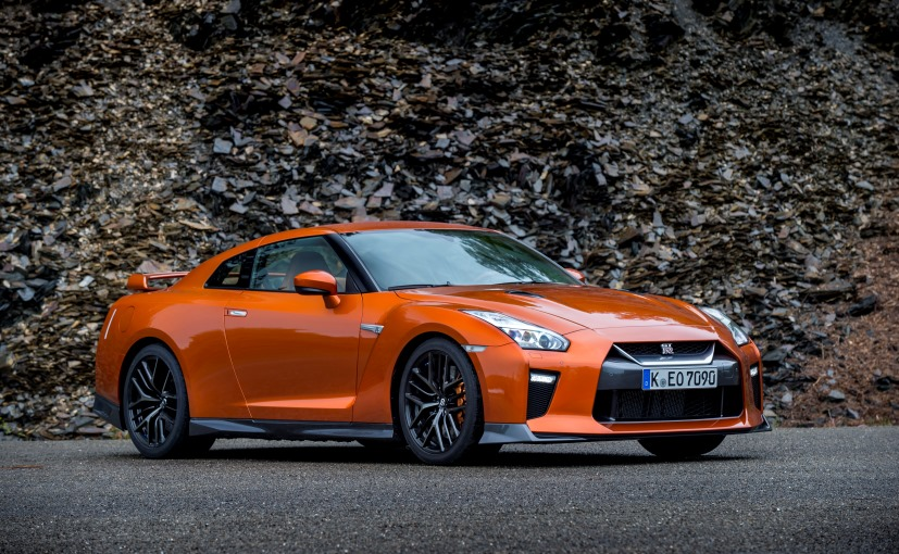2017-Nissan-GTR-Reviews