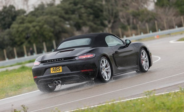 2017-Porsche-718-Boxter-Reviews