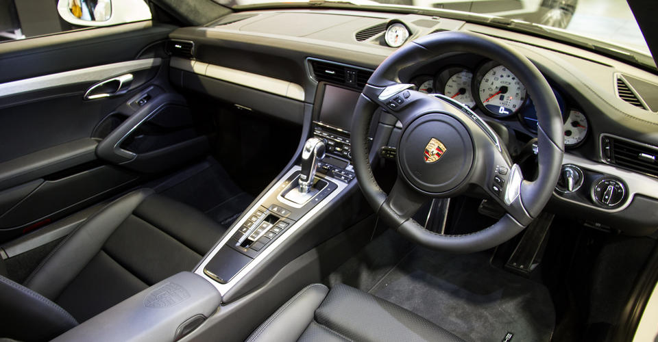 2017-Porsche 911-Carrera-4S