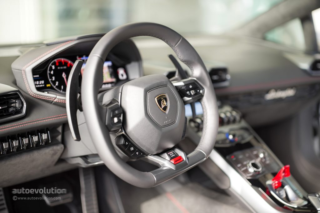 Lamborghini-Huracan-Reviews-2